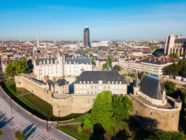château des ducs de bretagne, nantes - nantes photos et images de collection