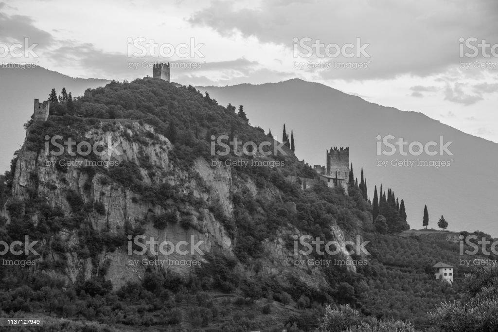 Château à Arco, Trento, Italie. Noir et blanc. - Photo