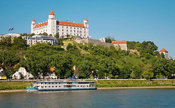 castello di bratislava - slovacchia foto e immagini stock