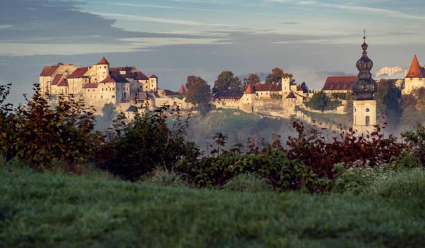 burg burghausen-bayern-deutschland - burghausen stock-fotos und bilder