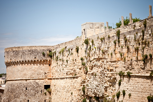 The Castle of Otranto, which he named the first Gothic novel of history (written by Horace Walpole), is closely related to the walls which form a unique defense system. Built by Alfonso of Aragon between 1485 and 1498, the castle was designed by Ciro Ciri with the advice of Francesco di Giorgio Martini. The Castle Square stood the fortifications dating back to the Swabian domination by the addition of adjustments made by the Turks around 1480. Under the Aragonese court, the castle was surrounded by a moat and high Ciri you did add three cylindrical corner towers.