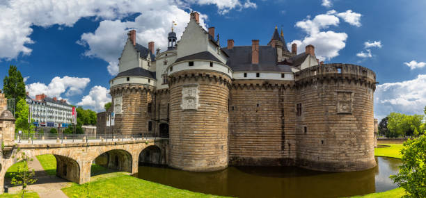 château des ducs de bretagne (château des ducs de bretagne) à nantes, france - nantes photos et images de collection