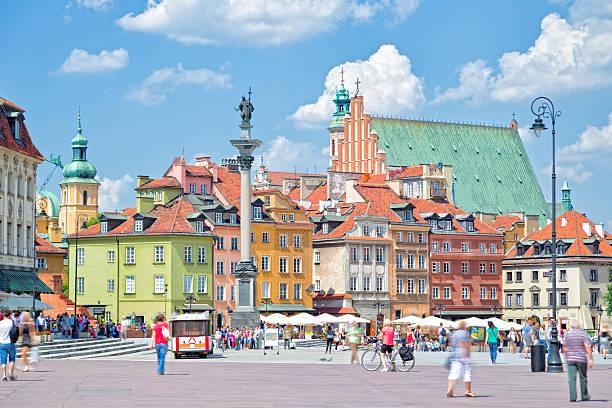 castle square in warsaw - oude stad stockfoto's en -beelden