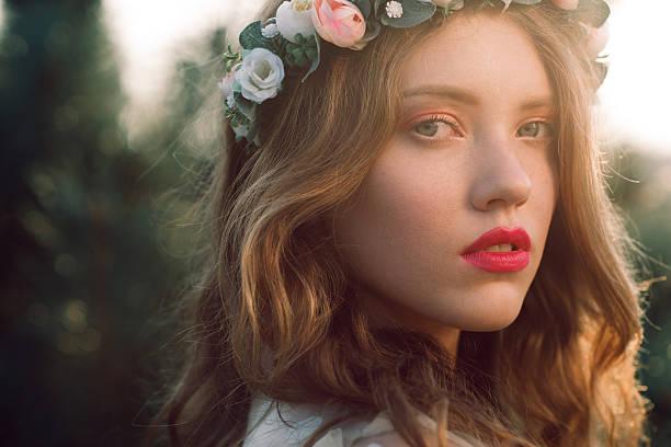 casual bride in wreath close-up portrait - haare wachsen stock-fotos und bilder