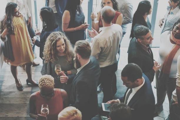 casual catering discussione incontro colleghi concetto - evento foto e immagini stock