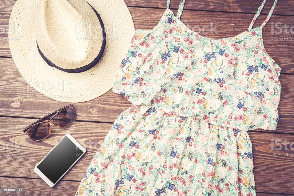 Foto De Vestido Feminino Casual Com Padrão Floral Chapéu De Palha E
