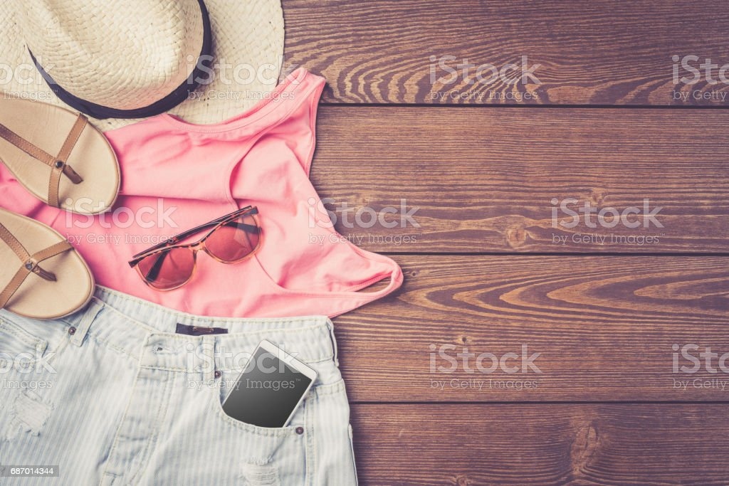 Casual female outfit on wooden table Lizenzfreies stock-foto