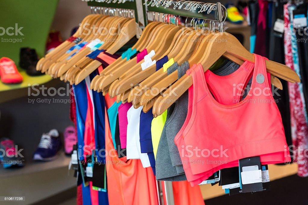 dee398237361d Mujer ropa deportiva informal para la venta foto de stock libre de derechos