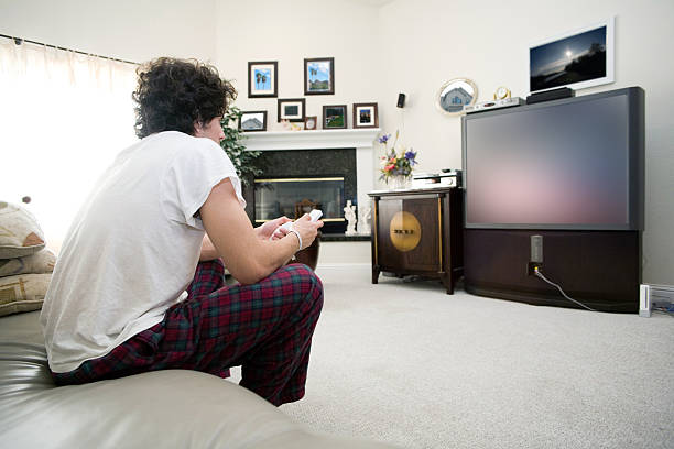 legere gamer - kids tv zimmer stock-fotos und bilder