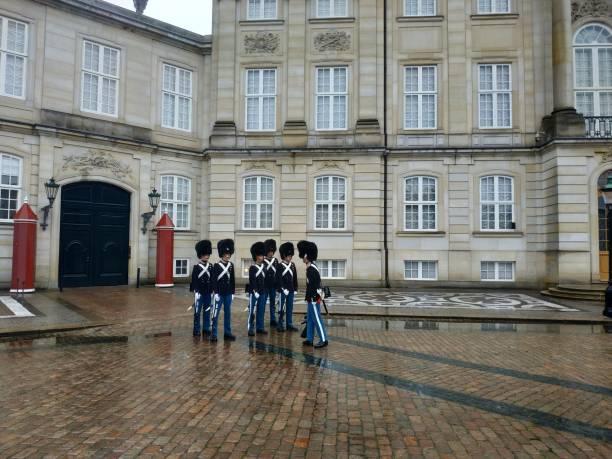 lässiger Blick auf die Gebäude und die Architektur von Amalienborg, der Heimat der dänischen Königsfamilie – Foto