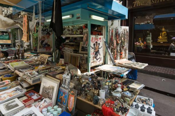 Lojas de antiguidades ruas gato em Hong Kong - foto de acervo