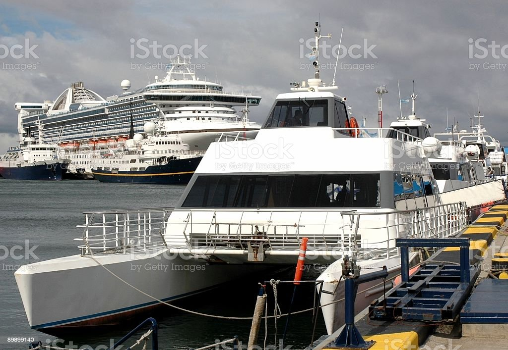 Catamarano in Ushuaia foto stock royalty-free