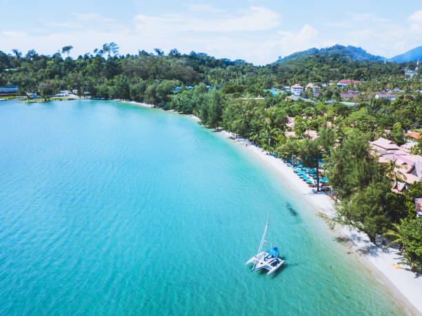 catamaran with sail anchored on beautiful tropical beach of Koh Chang island, Thailand catamaran with sail anchored on beautiful tropical beach of Koh Chang island, Thailand aerial landscape koh chang stock pictures, royalty-free photos & images
