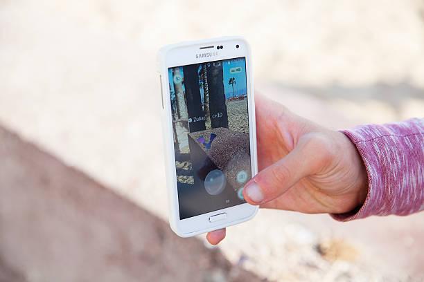catching a pokemon at the beach - pflanzen pokemon stock-fotos und bilder