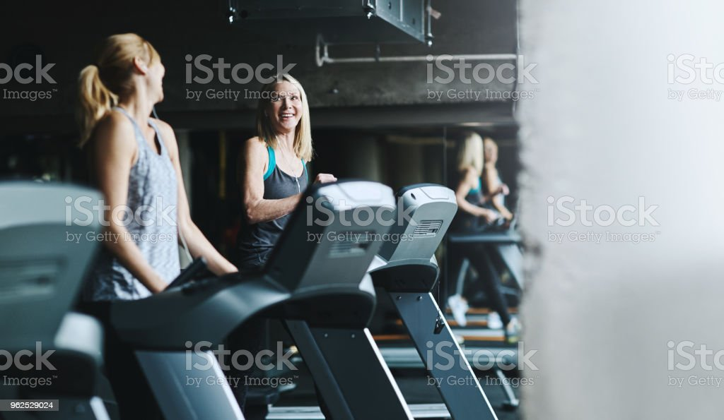 Catching up while jogging - Royalty-free Adult Stock Photo