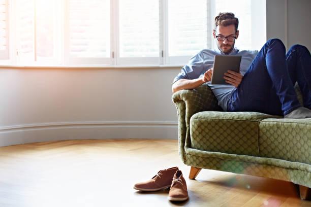 그의 온라인 독서 잡기 - 디지털 태블릿 사용하기 뉴스 사진 이미지