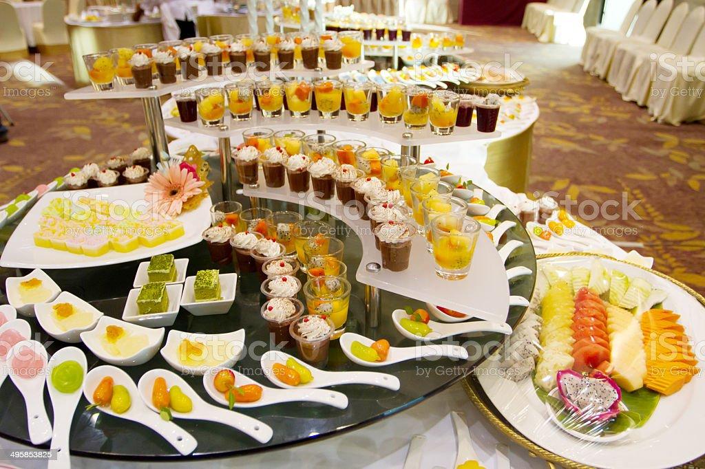 spesso Catering A Buffet Dessert Matrimonio - Foto di Stock | iStock VT52