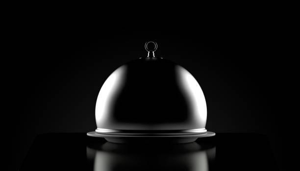 Catering-Kuppel auf schwarzem Hintergrund – Foto