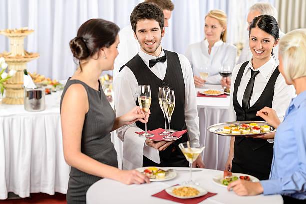 ケータリングサービスでは、企業イベントのお料理をご用意しております。 - 正装イベント ストックフォトと画像