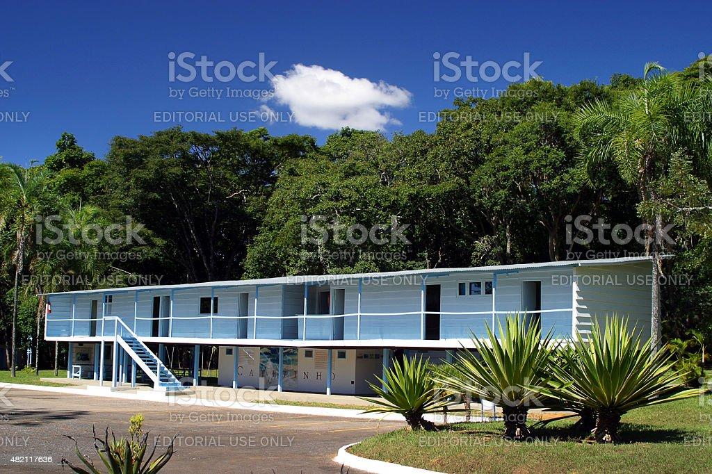 Catetinho de madeira vista de frente da residência em Brasília - foto de acervo