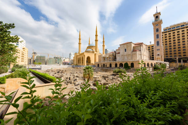 cathedral and mosque in beirut, lebanon - beirut foto e immagini stock