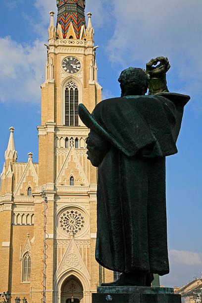 Kathedrale und Svetozar Miletic statue, Novi Sad, Serbien, der Vojvodina sind vielfach vergessen Provinz. – Foto