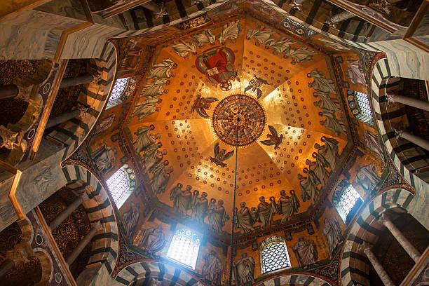 kathedrale in aachen - aachen stock-fotos und bilder