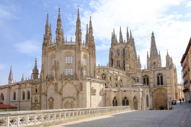 catedral de burgos, españa. - burgos fotografías e imágenes de stock