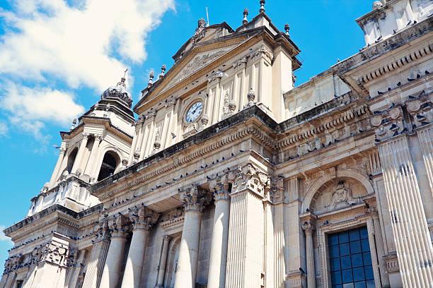 kathedrale in der innenstadt von guatemala city - guatemala stadt stock-fotos und bilder