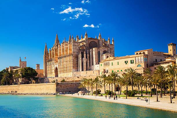 Cathedral La Seu and Parc del Mar - Photo