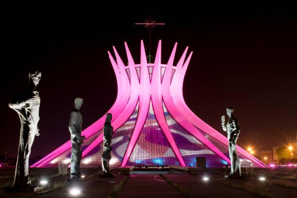 Catedral de Brasília durante a campanha outubro Rosa - foto de acervo