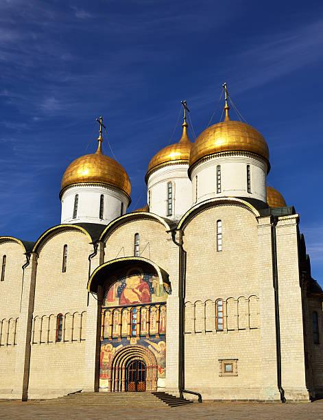 cattedrale di dormition, mosca kremlin - ferragosto foto e immagini stock