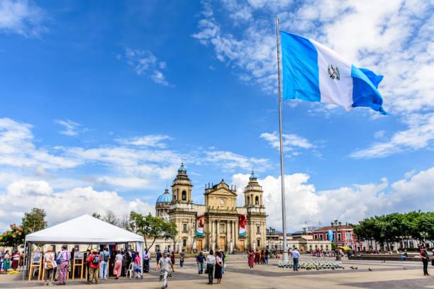 kathedrale von guatemala-stadt in plaza de la constitución, guatemala-stadt, guatemala - guatemala stadt stock-fotos und bilder