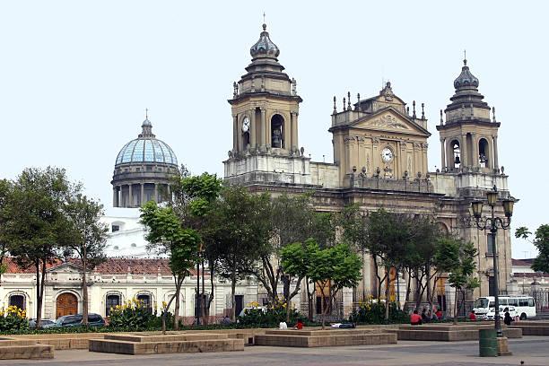 kathedrale von guatemala city - guatemala stadt stock-fotos und bilder