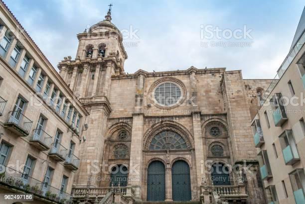 Foto de Catedral De Orense e mais fotos de stock de Arcaico