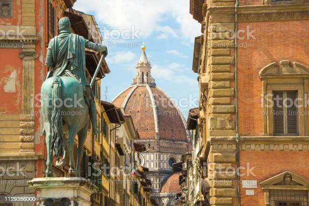 Cathedral of santa maria del fiore and monument of cosimo de medici picture id1129386000?b=1&k=6&m=1129386000&s=612x612&h=wx7ti brbhizasfwyi smsl0pwwievlhm o0fxsbkmq=