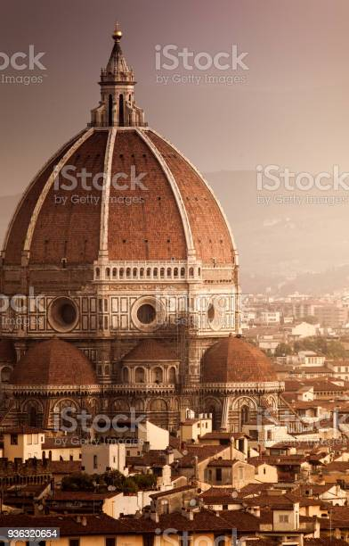 Cathedral of santa maria del fiore at sunset florence italy picture id936320654?b=1&k=6&m=936320654&s=612x612&h=gjzxqomttixqp nz35bh3tbzusc dd8vsv6vlnouvv0=