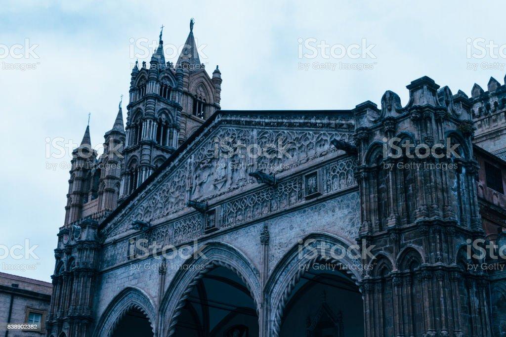 Die Kathedrale – Foto