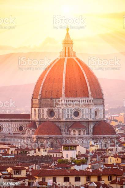 Cathedral santa maria del fiore in florence picture id913760252?b=1&k=6&m=913760252&s=612x612&h=m1ii3a47 lw12nduyglbuji wu19hwwoy6gl08to25o=
