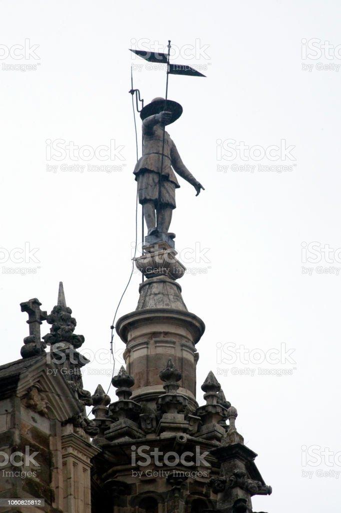 Torre de la Catedral, escultura en pinnacle, Astorga, León, España - foto de stock