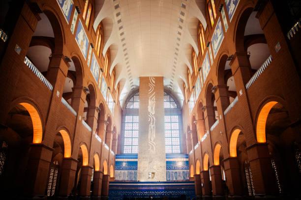 katholische kathedrale unserer lieben frau aparecida in der stadt aparecida sao paulo. - achtsamkeit persönlichkeitseigenschaft stock-fotos und bilder