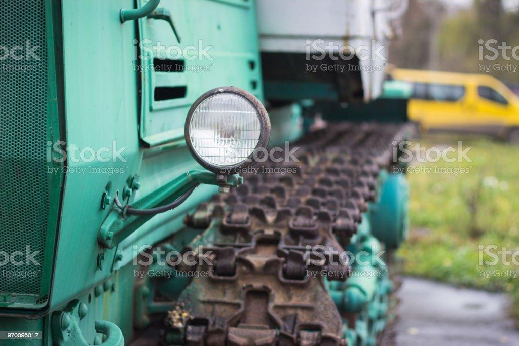 medios a orugas del tanque - foto de stock