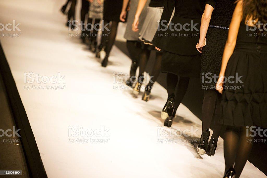 Passerella - Foto stock royalty-free di Abbigliamento elegante