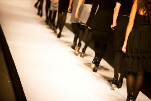 Passerella - Fotografie stock e altre immagini di Abbigliamento elegante
