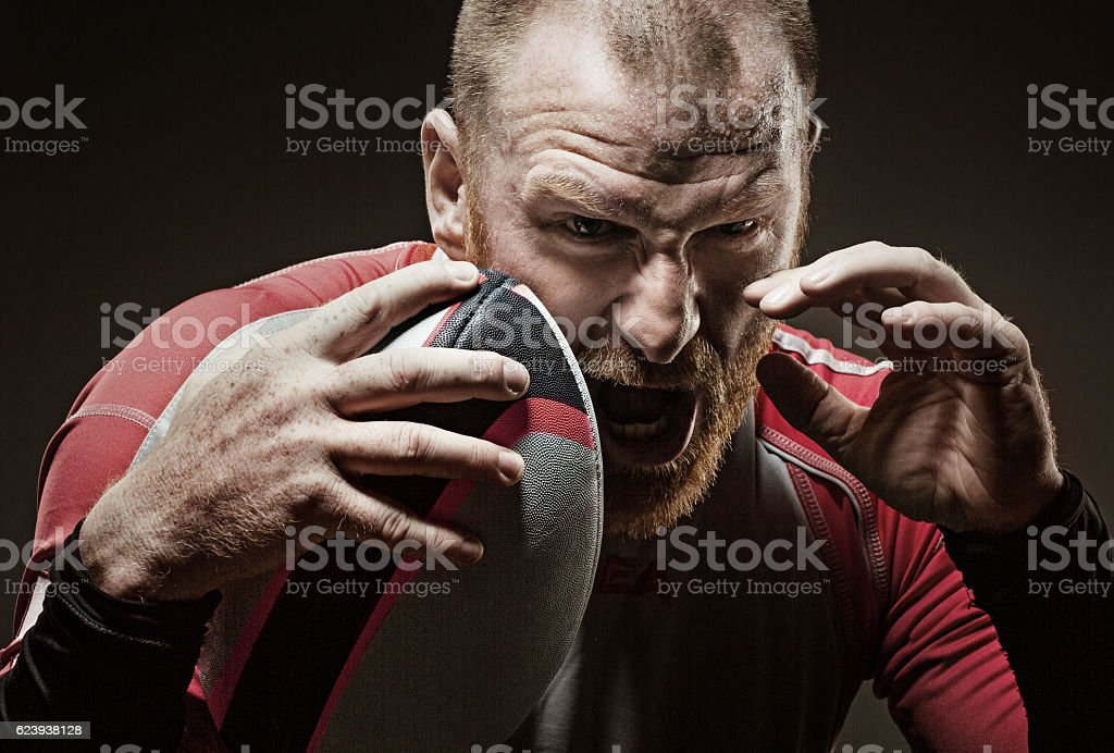 Caucasian bearded redhead adult male rugby player shouting aggressively - foto de stock