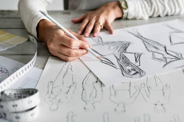 caucasien concepteur créer nouveau design - croquis de stylisme de mode photos et images de collection