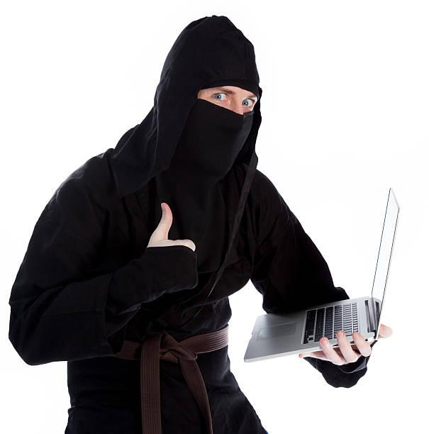 europäischer abstammung mann wie ein ninja, isoliert auf weiss - ninja krieger stock-fotos und bilder