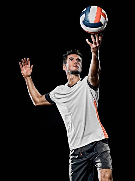 kaukasische junge Volleyball-Spieler Mannisoliert schwarzen Hintergrund – Foto