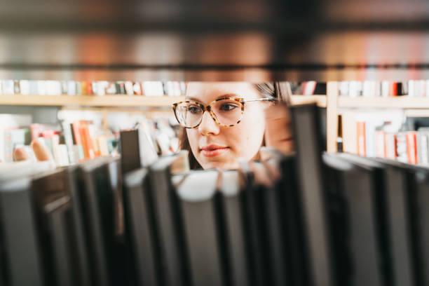 Der Blick in die Bücher – Foto