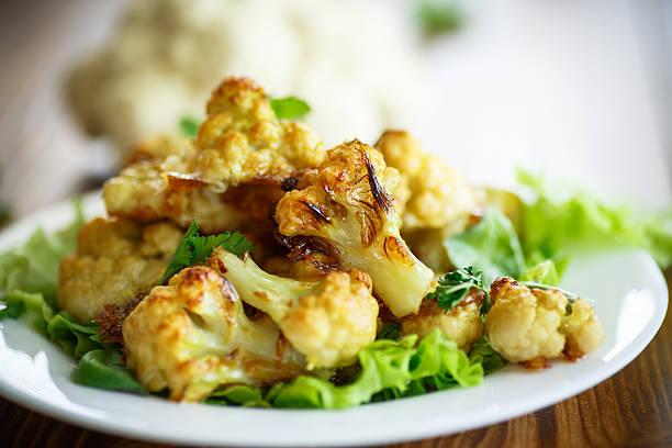 cauliflower baked in batter - gebackener blumenkohl stock-fotos und bilder